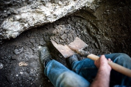Why digging foundations and moving earth by hand is madness for Digging foundation for house